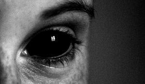 4 Sintomi che Possono Indicare che un'Entità si è Attaccata a Te