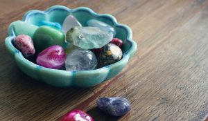 8 Cristalli e Pietre che Tutti gli Empatici Dovrebbero Avere a Casa